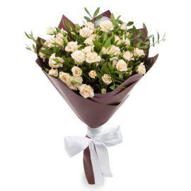 7 кустовых роз кремовых