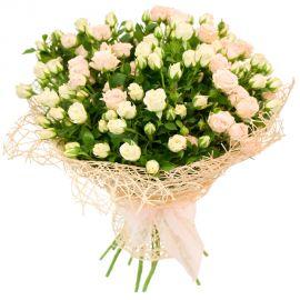 35 кустовых роз кремовых