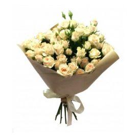 9 кустовых роз кремовых