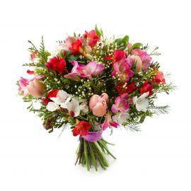 14 фрезий 9 тюльпанов