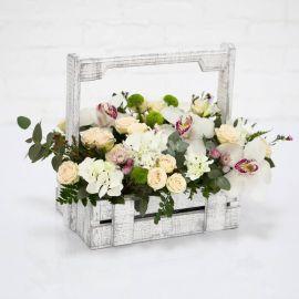 5 кустовых роз 3 орхидей 2 хризантемы сантини 2 фрезии