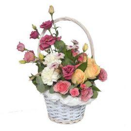 3 розы 2 розы кустовые 2 эустомы 2гвоздики 1 хризантема кустовая