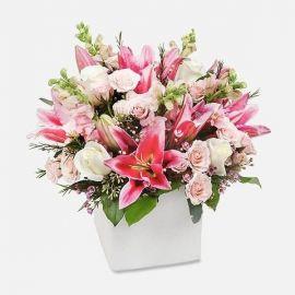 5 роз 5 кустовых роз 5 фрезий 2 лилии