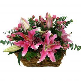 8 роз кустовых 3 лилии