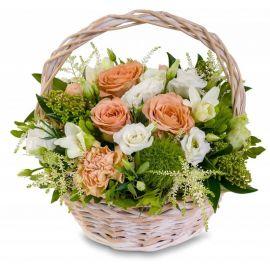 4 эустомы 3 розы 3 гвоздики 3 фрезии