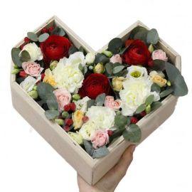 6 роз кустовых 3 розы 3 гвоздики